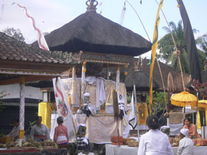 temple ceremony at pura dalem