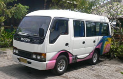 isuzu Elf max 12 seats